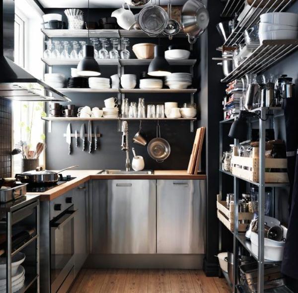 kleine-edelstahl-küche - regale und geschirr