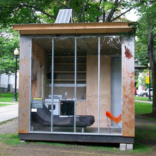kleine-fertighäuser-glaswand - eine kleine küche drin