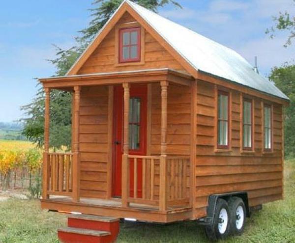 kleines-fertighaus-auf-rollen - hölzerne struktur