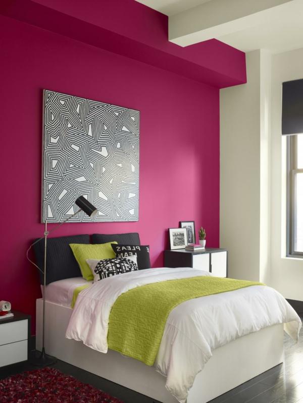 kleines-schlafzimmer-einrichten-zyklamenwand- quadratisches bild an der wand