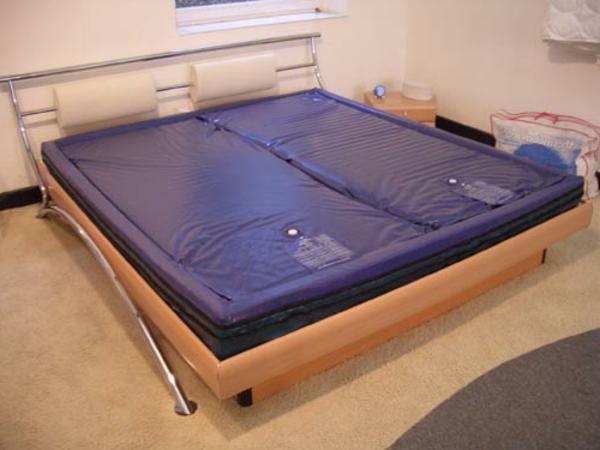 moderne wasserbetten wirken schick und machen spa. Black Bedroom Furniture Sets. Home Design Ideas