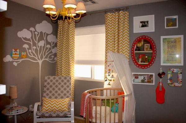 mädchen-kinderbett-graue-wandfarbe - vorhänge in gelber farbe
