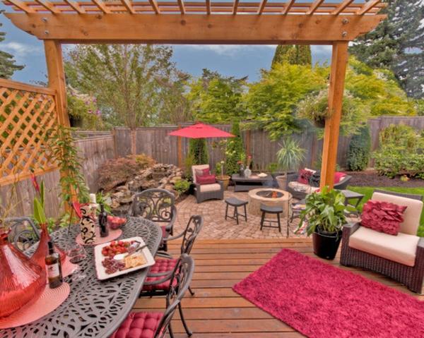 moderne-terrassengestaltung -zyklamenteppich - pflanzen in grün- viele möbel