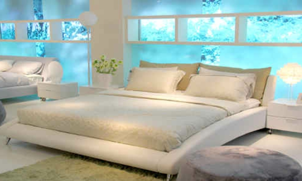 moderne-wasserbett-weiß-und-wasserblau - bettwäsche in weiß
