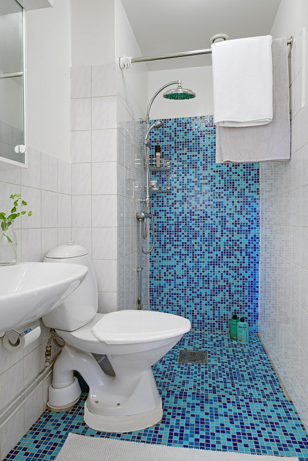 Bad mit mosaikfliesen 34 interessante ideen for Blaue bodenfliesen bad