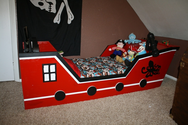 piraten-kinderbett-in-rot-und-schwarz - wie ein schiff erscheinen