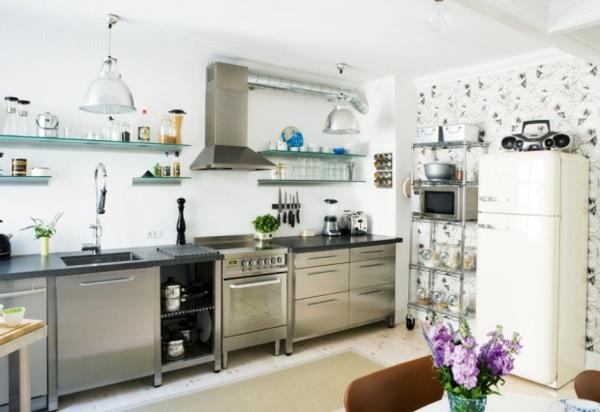 rückwand-küche-edelstahl-modern - dekoriert