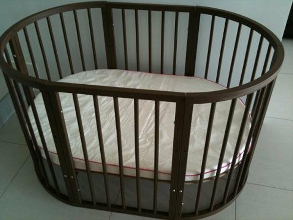 rundes-babybett-ohne-bettwäschen - schön