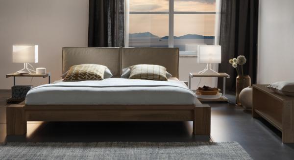 schöner-wohnen-taupe-wandfarbe-fürs-schlafzimmer - gardinen in dunkler farbe