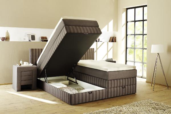 schlafzimmer-bettdesign - schlafzimmer mit einem großen fenster