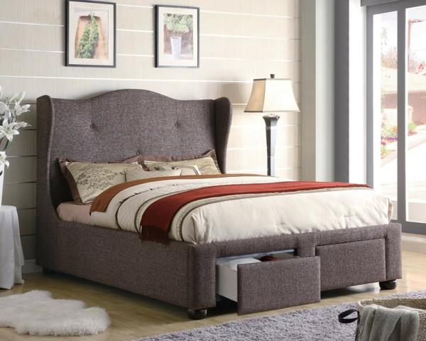 schlafzimmer-mit-einem-grauen-polsterbett - wand aus glas