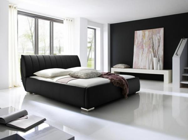 schlafzimmer-mit-einem-weißen-bett - bezug in schwarz