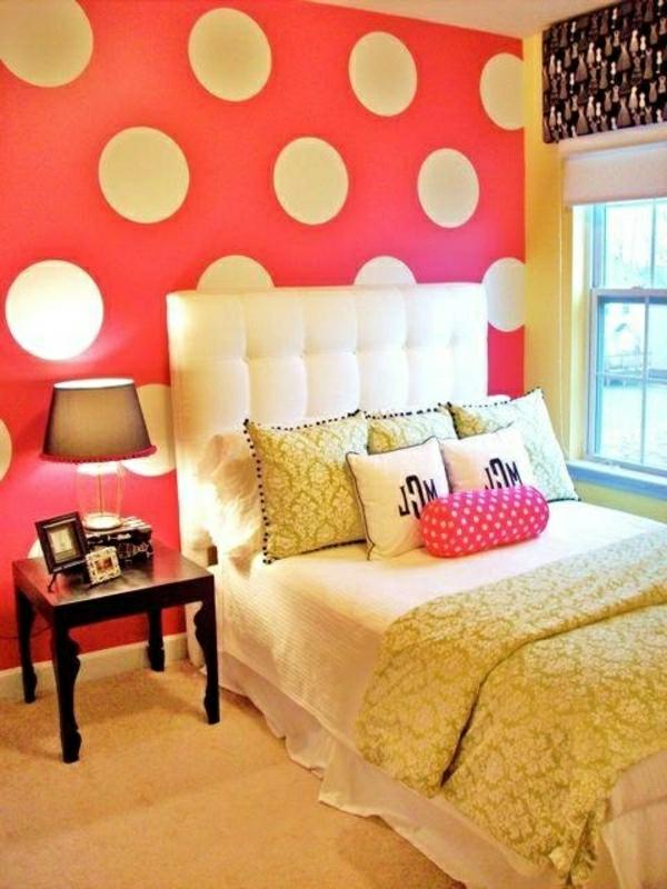 schlafzimmerwand-gestalten-dekoideen-schlafzimmer-punktmuster