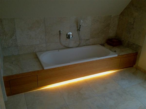... beleuchtung-badewanne-einfliesen-wand-und-bodenfliesen – dachwohnung