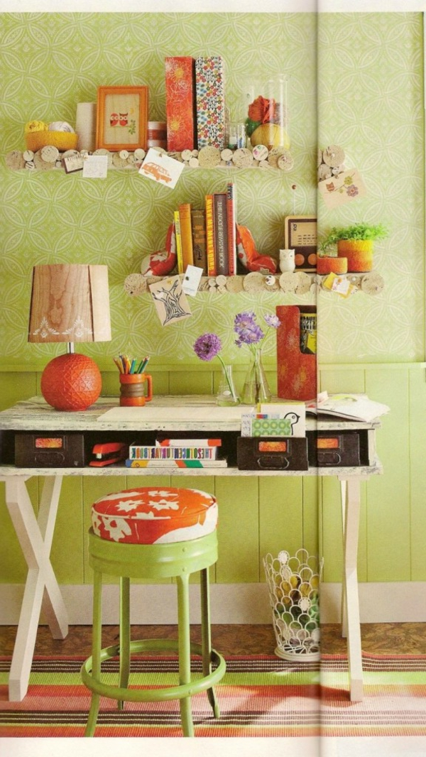 schreibtisch selber bauen ideen gr ne dekorierte wand gr ne tapeten und viele dekoartikel. Black Bedroom Furniture Sets. Home Design Ideas