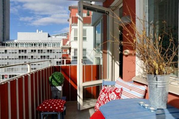 sichschutzzaun-für-balkon-dekorative-pflanze-baumzweige-als-dekoration