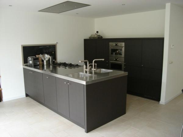 spüle-edelstahl-moderne-küche - taupe farbe -schwarze farbe
