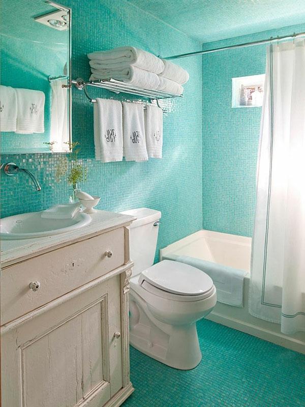 stauraum-ideen-badezimmer-türkis-farbe - tücher in weiß
