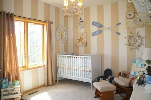 Wandtapeten F?r Babyzimmer : tapeten-babyzimmer-linien- viele dekoartikel an der wand -gardinen