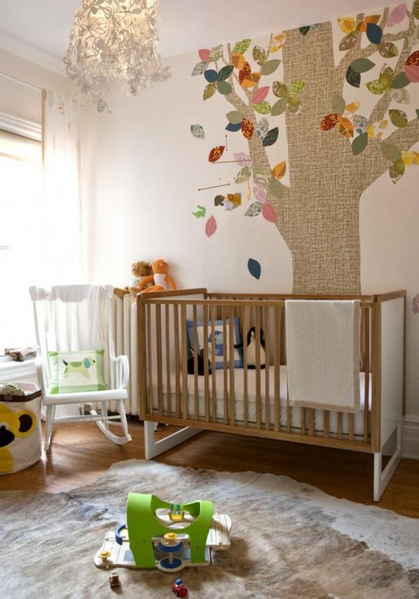 tapeten-ideen-für-babyzimmer-baum-bemalen- spielzeuge
