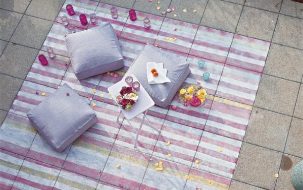 terrassenbelag-rosige-und-lila-farbnuancen -foto von oben gemacht