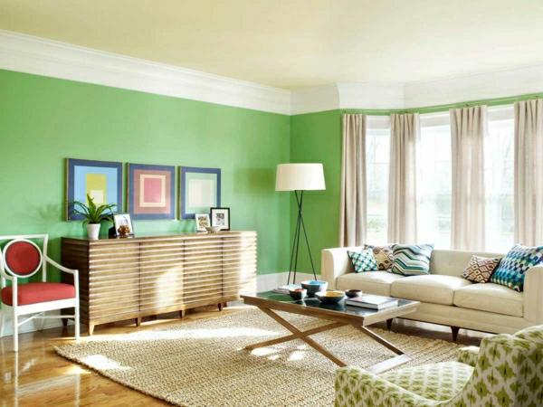 wände-streichen-ideen-wohnzimmer-grün-hell-gardinen-beige- drei bilder an der wand