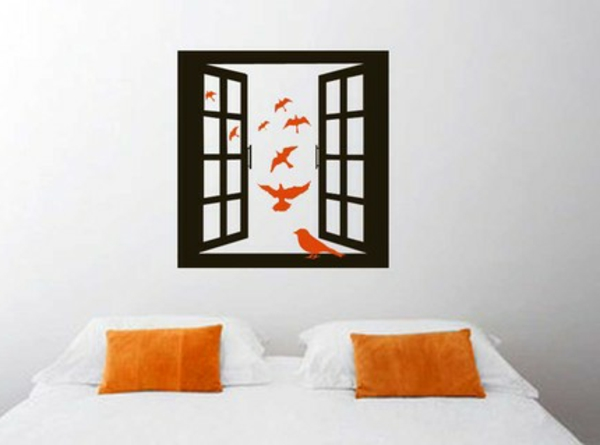 wandaufkleber-selber-gestalten-fenster - kissen in orange und weißes bett