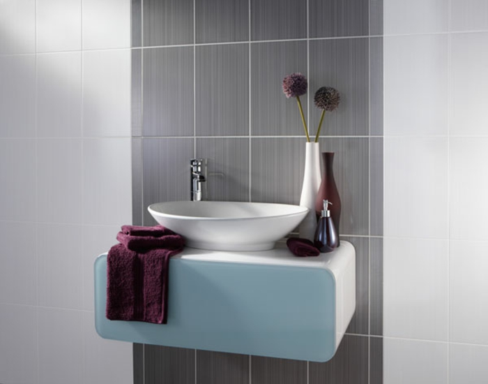 wandfarbe-bad-graue-wandfarbe-waschbecken-in-blau