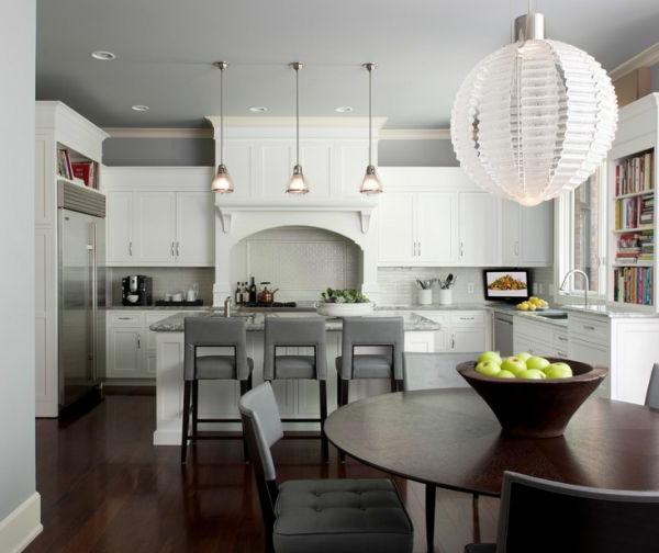 wandfarbe grau kronleuchter esstisch barhocker. Black Bedroom Furniture Sets. Home Design Ideas