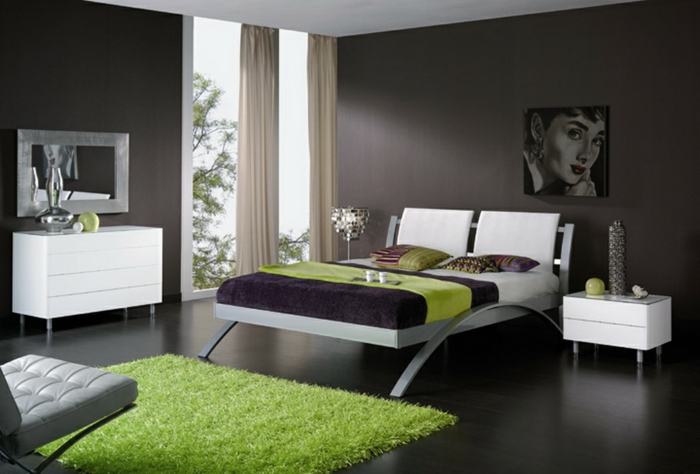 wandfarbe-grau-und-teppich-in-mintgrün-im-schlafzimmer