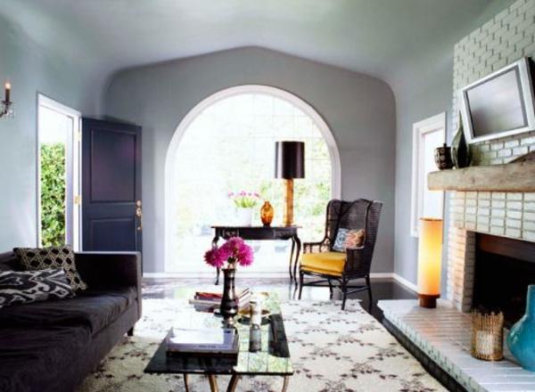 wandfarben graut ne kamin sch ner teppich im wohnzimmer fernseher ber dem kamin. Black Bedroom Furniture Sets. Home Design Ideas