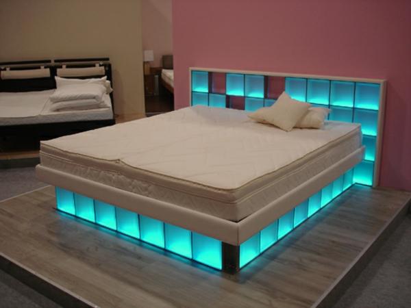 wasserbetten-modern-beleuchtung - originelle wandfarbe