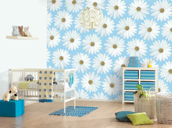 weiße-blumen-maleschablone-originelle-tapeten-ideen-für-babyzimmer- drei teddybären