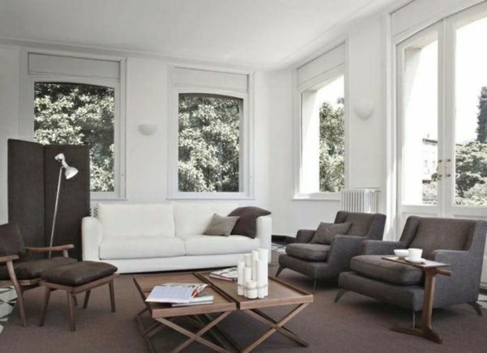 wohnzimmer-mit-vielen-fenstern-und-wandfarbe-grau