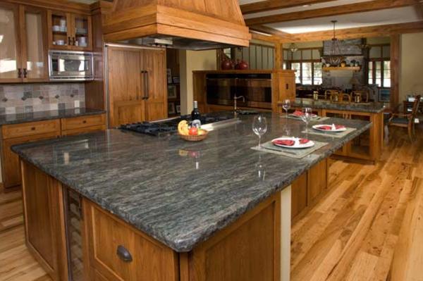 arbeitsplatte-aus-naturstein-passend-für-die-küche- super groß