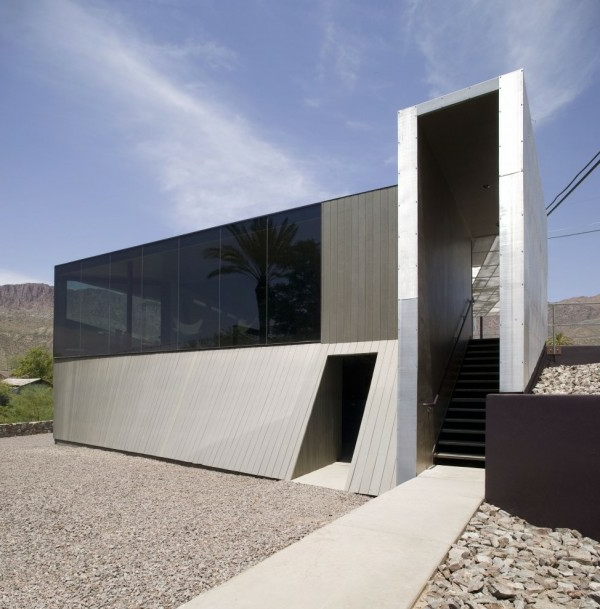 auffälliges-haus-minimalismus-architektur-gläserne dunkle wände