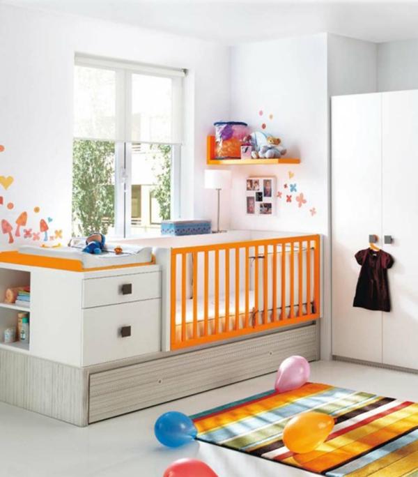 babyzimmer-dekorieren-oranger-teppich-weißer kleiderschrank