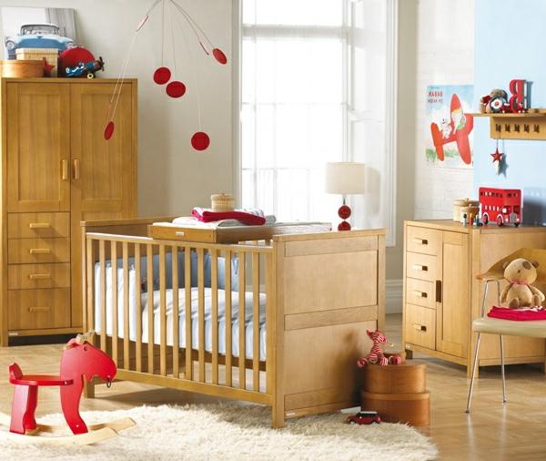 babyzimmer-gestaltung-holz-viele spielzeuge
