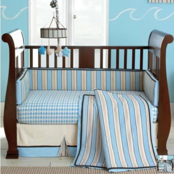 babyzimmer-ideen-schönes-bettchen-für-jungen-wände in blau gestalten