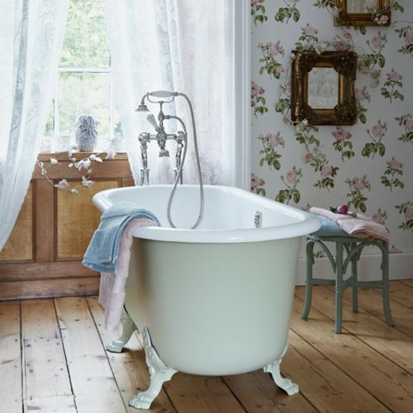 badewanne-freistehend-antik-weiße-farbe- weiße vorhänge