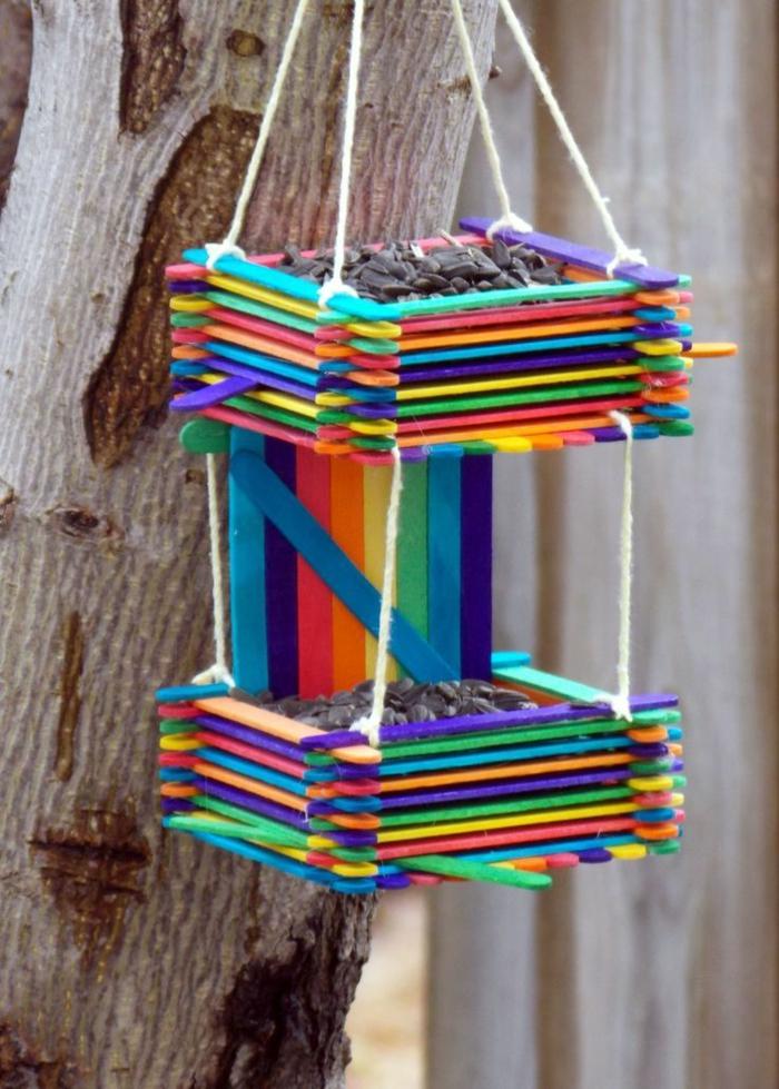 buntes vogelfutterhaus bauen aus eisstielen leichte und kreative bastelideen selber machen
