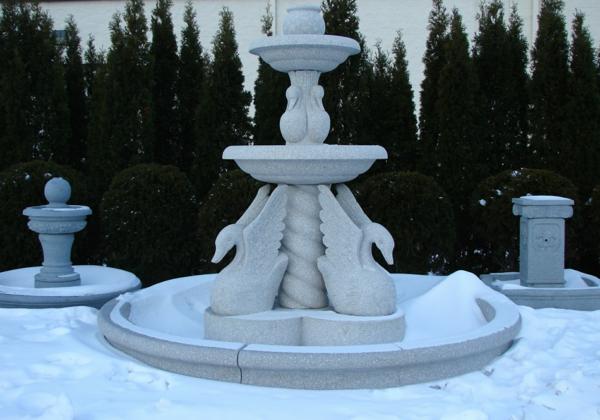 cooles-design-brunnen-aus-stein- skulpturen - schwan