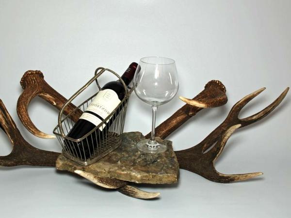 deko-geweih-flasche-mit-gläsern
