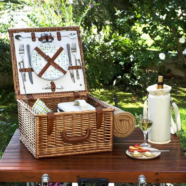 Haben sie schon den picknick koffer gepackt for Tisch koffer design