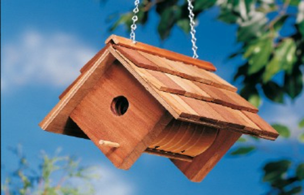 diy-vogelhaus-modern- an einen baum aughängen