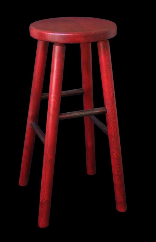 ein-schönes-beispiel-für-rote-barhocker-hintergrund in schwarz