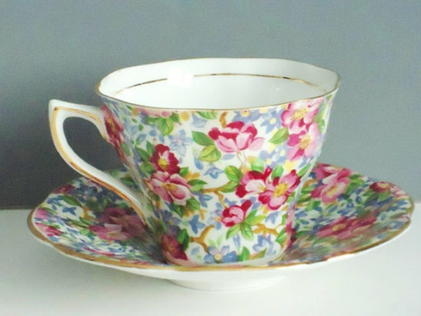 eine-schön-aussehende-vintage-tasse-bunte farben