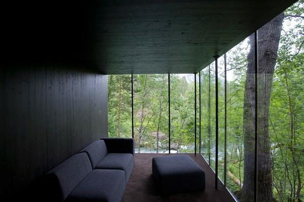 einmalige-minimalistische-architektur-wände aus glas