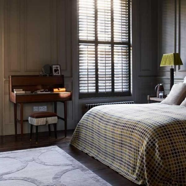 einrichtungsidee-für-schlafzimmer-männliches-design- eine nachtlampe neben dem bett