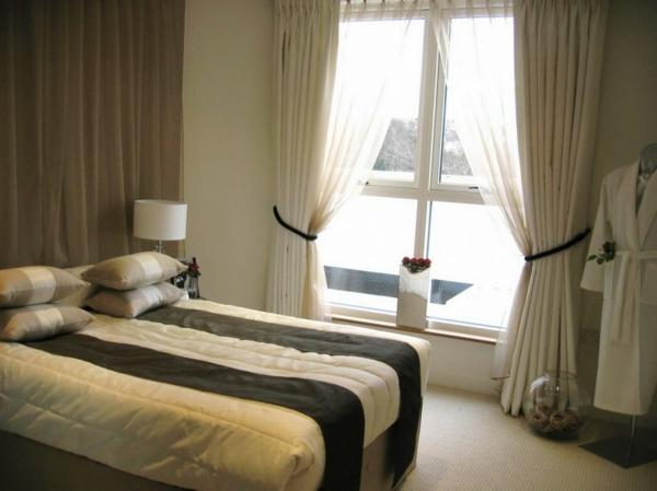 elegante-schlafzimmer gardinen-durchsichtig